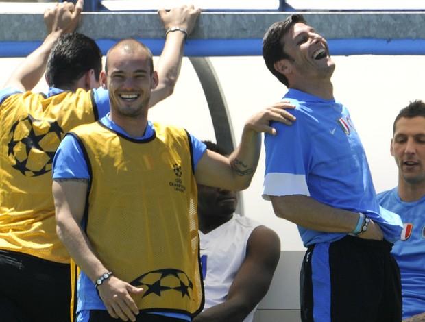 Wesley Sneijder Javier Zanetti Inter de Milão (Foto: AFP)