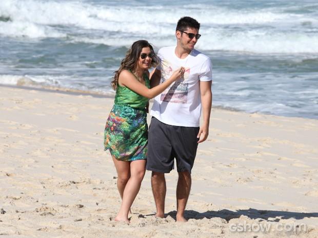 André e Bárbara vivem felizes juntos (Foto: Pedro Curi/TV Globo)