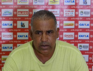 Ademir Fonseca diz que CRB não pode mudar padrão de jogo (Foto: Denison Roma / GloboEsporte.com)
