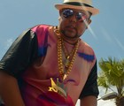 Neto LX canta 'Gordinho Gostoso' com R$ 100 mil de ouro (Marcos Costa/Ag. Haack/Agecom)