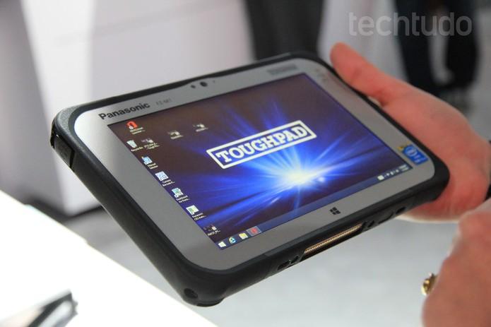 FZ-M1, da Panasonic, com Windows 8.1 e proteção reforçada (Foto: Monique Mansur/TechTudo)