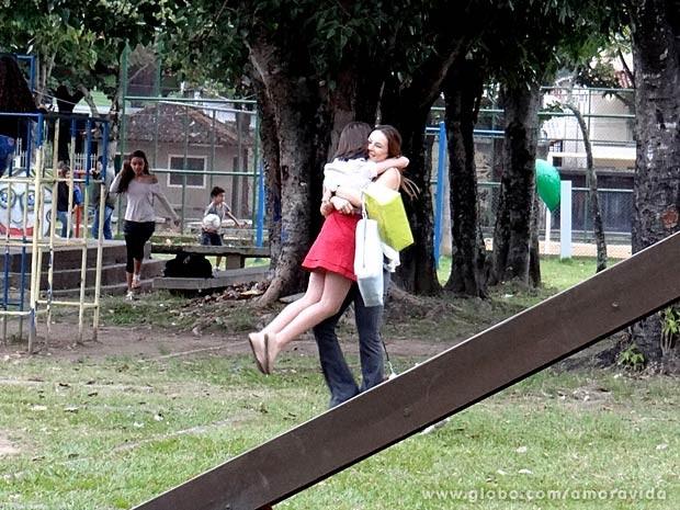 Será o reencontro de Paloma e Paulinha? (Foto: Amor à Vida/TV Globo)