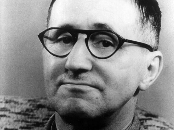 Brecht apresenta um teatro crítico e popular em seu trabalho (Foto: Reprodução)