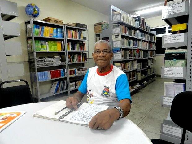 Catador de latinhas do ES aprende a ler e escrever aos 78 anos (Foto: Divulgação/ Prefeitura de Vila Velha)