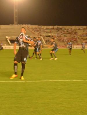 Lateral esquerdo Márcio comemora gol do CSP contra o Auto Esporte  (Foto: Rammom Monte / GloboEsporte.com/pb)