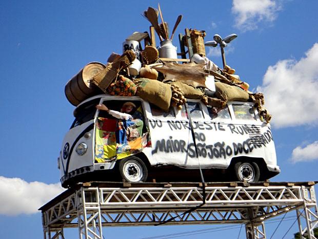 """Kombi da festa """"O Maior São João do Cerrado"""", que acontece de 6 a 10 de agosto em Ceilândia, no DF (Foto: Lúcio Santos/Divulgação)"""