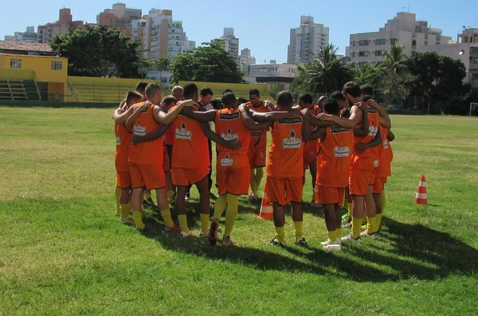 Elenco do Tupy faz treinos no Gil Bernardes (Foto: Hélio Roberto/EC Tupy)