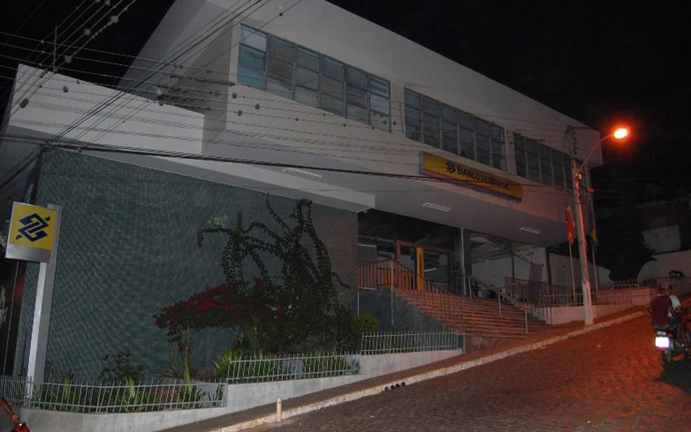 Agência foi alvo de ataque na cidade de Mairi, centro norte baiano (Foto: Blog Agmar Rios)