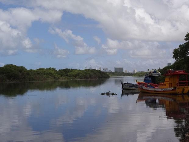 Rio Beberibe, no Recife, é um dos oito de Pernambuco que contém áreas de mangue (Foto: Katherine Coutinho/G1 PE)