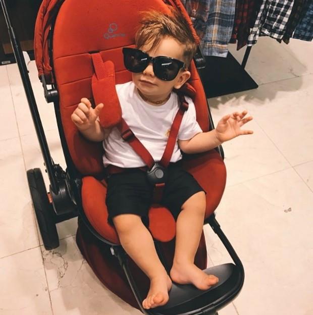 Rodrigo, filho do ex-BBB Rodrigão, posa com óculos escuros (Foto: Reprodução/Instagram)