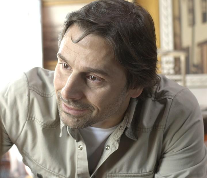 Rubem diz à Rafa que quer tentar ser pai da menina (Foto: TV Globo)