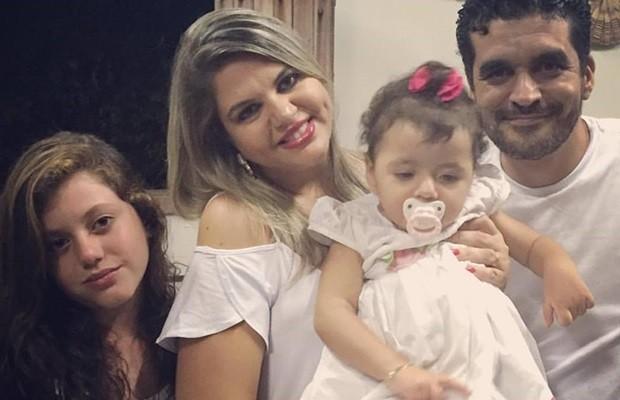 Família de Goiás luta para que Anna Luiza Bessa, de 1 ano e 7 meses, faça terapia nos EUA (Foto: Arquivo pessoal)
