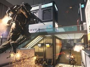 Exoesqueleto traz habilidades novas aos soldados de 'Call of Duty: Advanced Warfare', como pulos mais altos (Foto: Divulgação/Activision)