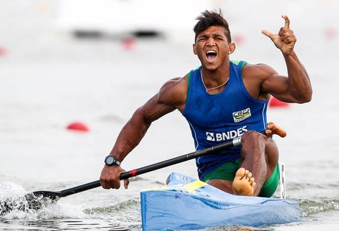 Isaquias Queiroz, ouro no mundial de canoagem (Foto: Facebook)