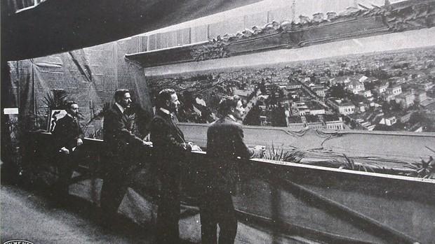 Exposição do 'Panorama nº 1' de Valério Vieira no Salão Progredior, em São Paulo, no ano de 1905 (Foto: Reprodução/Revista Santa Cruz, VI (4), São Paulo, 1906)