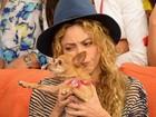 Antes de vir ao Brasil, Shakira se emociona ao falar da Copa na TV