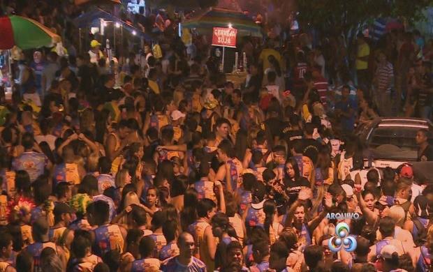 Desfile bloo 'Galo a Meia Noie' (Foto: TV Rondônia/Reprodução)