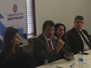 Haddad ao lado da primeira-dama, Ana Estela, da vice-prefeita, Nádia Campeão, e do presidente da Câmara dos Vereadores, Antônio Donato (Foto: Will Soares/ G1)