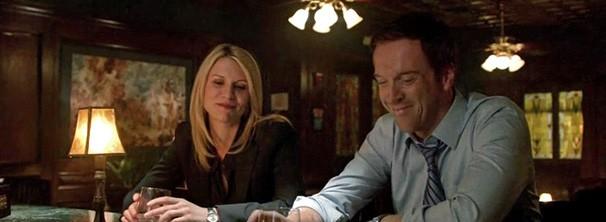 Brody convida Carrie para encontrá-lo em um bar (Foto: Divulgação / Twentieth Century Fox)