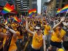 Parada do orgulho gay reúne mais de 1 milhão de pessoas em Toronto