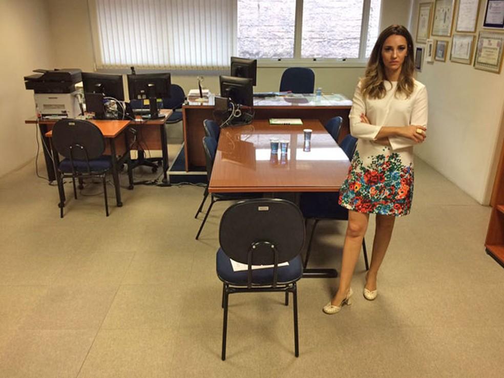 Juíza Tatiane Lima em seu gabinete, onde foi ameaçada de morte em 2016 (Foto: Kleber Tomaz/G1)