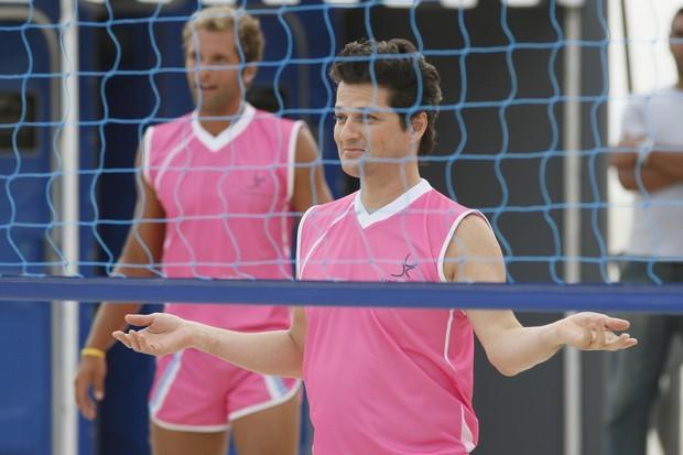 Crô, de Fina Estampa, durante jogo de vôlei (Foto: TV GLOBO / Alex Carvalho)