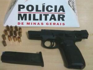 Suspeito de ameaçar namorada com arma é preso pela polícia em Ituiutaba (Foto: Polícia Militar/Divulgação)