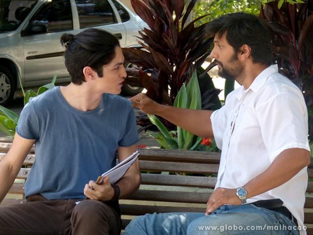 Antônio fica viradão no samurai ao ouvir Hernandez falar do seu pai.