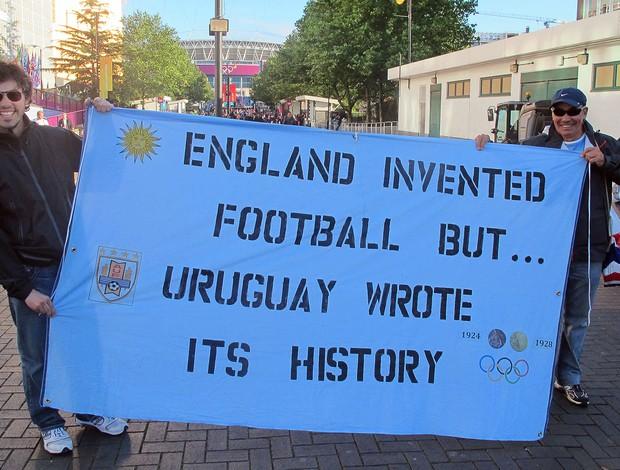 Alvaro Perez (pai e filho) uruguaios em Wembley (Foto: Cahê Mota / Globoesporte.com)