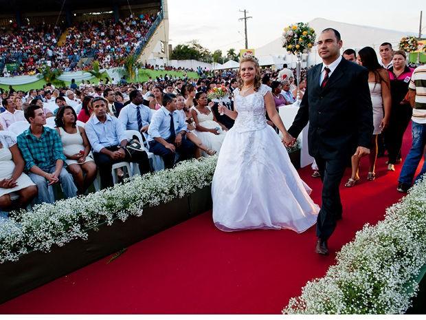Casais se reuniram no Parque de Exposição da Acrimat (Foto: Mayke Toscano/Secom-MT)