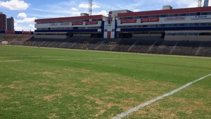 Paraná Clube trata a grama e reforma o túnel de acesso da Vila Capanema 1b314f3d38646
