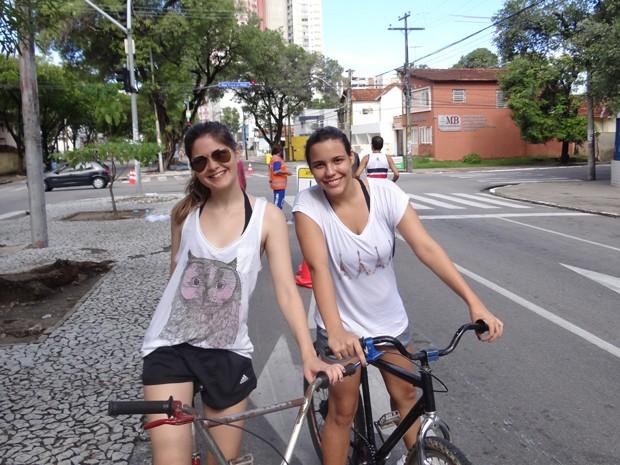 Luana Monteiro e Patrícia Vieira estão entre os que adotaram a bicicleta há pouco tempo. (Foto: Katherine Coutinho / G1)