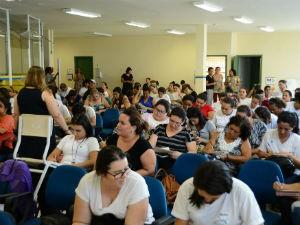 Cuidadores participam de palestras e dinâmicas (Foto: Assis Cavalcante)