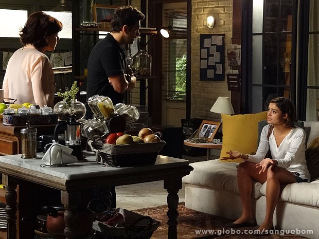 Amora se faz de vítima para Érico e Renata (Foto: Sangue Bom / TV Globo)