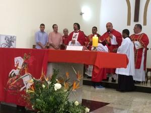 Dom Orani Tempesta celebra missa em homenagem a São Jorge (Foto: Janaína Carvalho/G1)