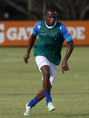 Willians, volante do Cruzeiro (Foto: Washington Alves/Light Alves)