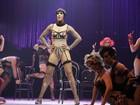 Claudia Raia encena trechos de 'Cabaret' em coletiva de imprensa no Rio