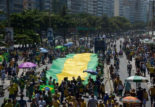 Manifestação em Copacabana pede fim da impunidade e do foro privilegiado, em apoio à operação Lava Jato  (Foto: Fernando Frazão/Agência Brasil)