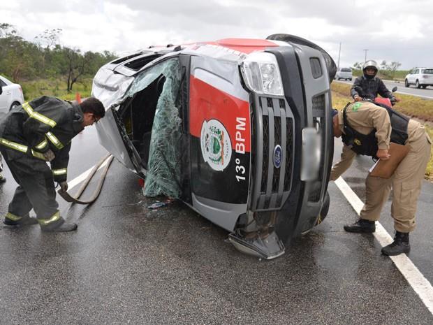 Serviços de Emergência da PRF e do Corpo de Bombeiros não têm informações sobre vítimas (Foto: Walter Paparazzo/G1)