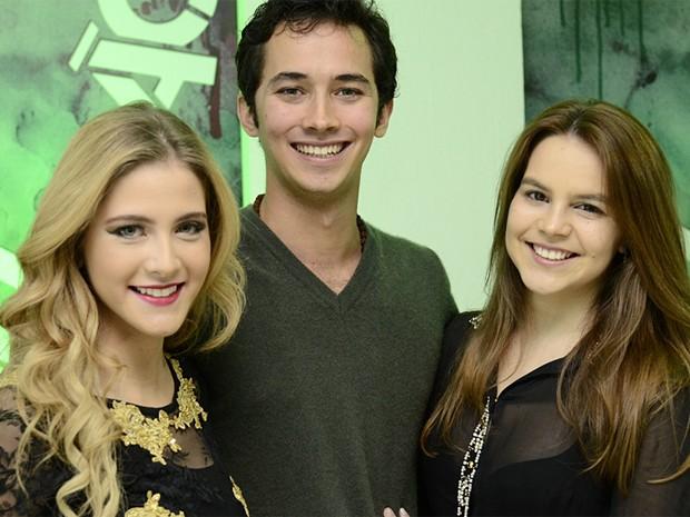 Gabriel Falcão com Hanna Romanazzi e Bianca Salgueiro (Foto: Vídeo Show / Gshow)