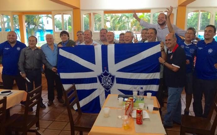 "Chapa ""Resgate Alvinail"" e seus membros (Foto: Marcella Scaramella/A Gazeta)"
