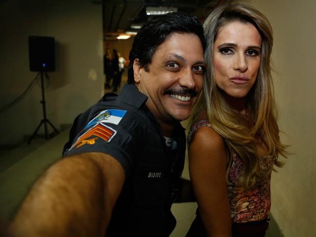 No clima de 'Chapa Quente', Lúcio Mauro Filho e Ingrid Guimarães capricham na pose (Foto: Gshow)