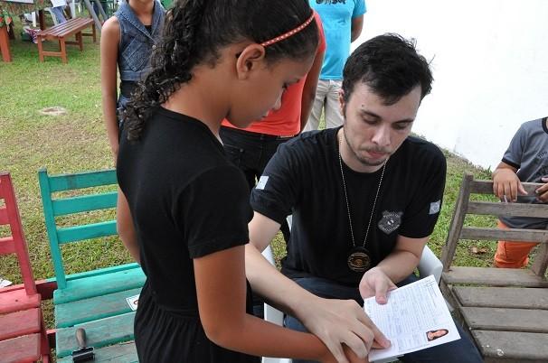 Moradores de Perema desfrutaram dos serviços de expedição de documentos (Foto: TV Tapajós)