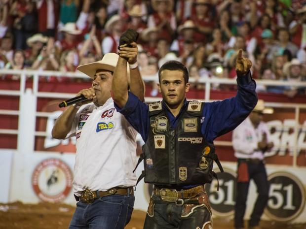 Aos 20 anos, Kaíque Pacheco levou o título do Rodeio Internacional de Barretos (Foto: Mateus Rigola/G1)