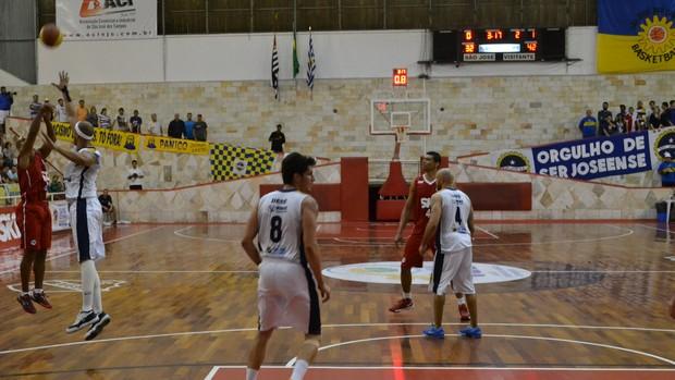Smith Pinheiros x São José Basquete (Foto: Filipe Rodrigues)