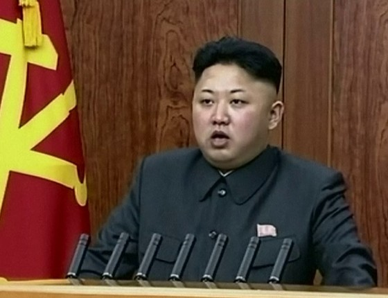 O ditador da Coreia do Norte, Kim Jong-un, em discurso televisivo de Ano Novo (Foto: AP Photo/KRT via AP Video)