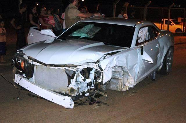 Camaro ficou com a parte dianteira destruída  (Foto: Ricardo Silva/Divulgação)