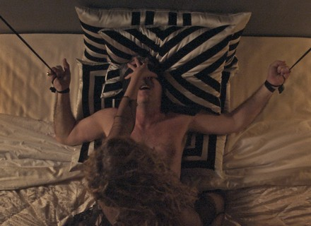 Patricia Pillar aparece em cenas picantes no primeiro capítulo de 'Ligações Perigosas'