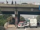Trio assalta agência dos Correios e foge pela Marginal Pinheiros, em SP