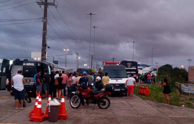 Barreira foi montada na Avenida Engenheiro Roberto Freire, na Zona Sul de Natal (Foto: Divulgação/Polícia Militar do RN)
